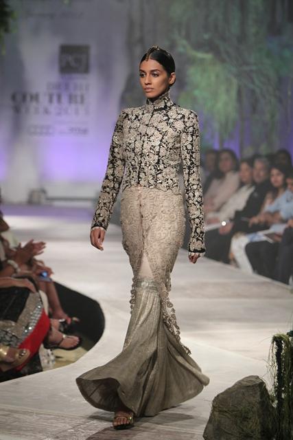 Delhi-Couture-Week-Anamika-Khanna-7